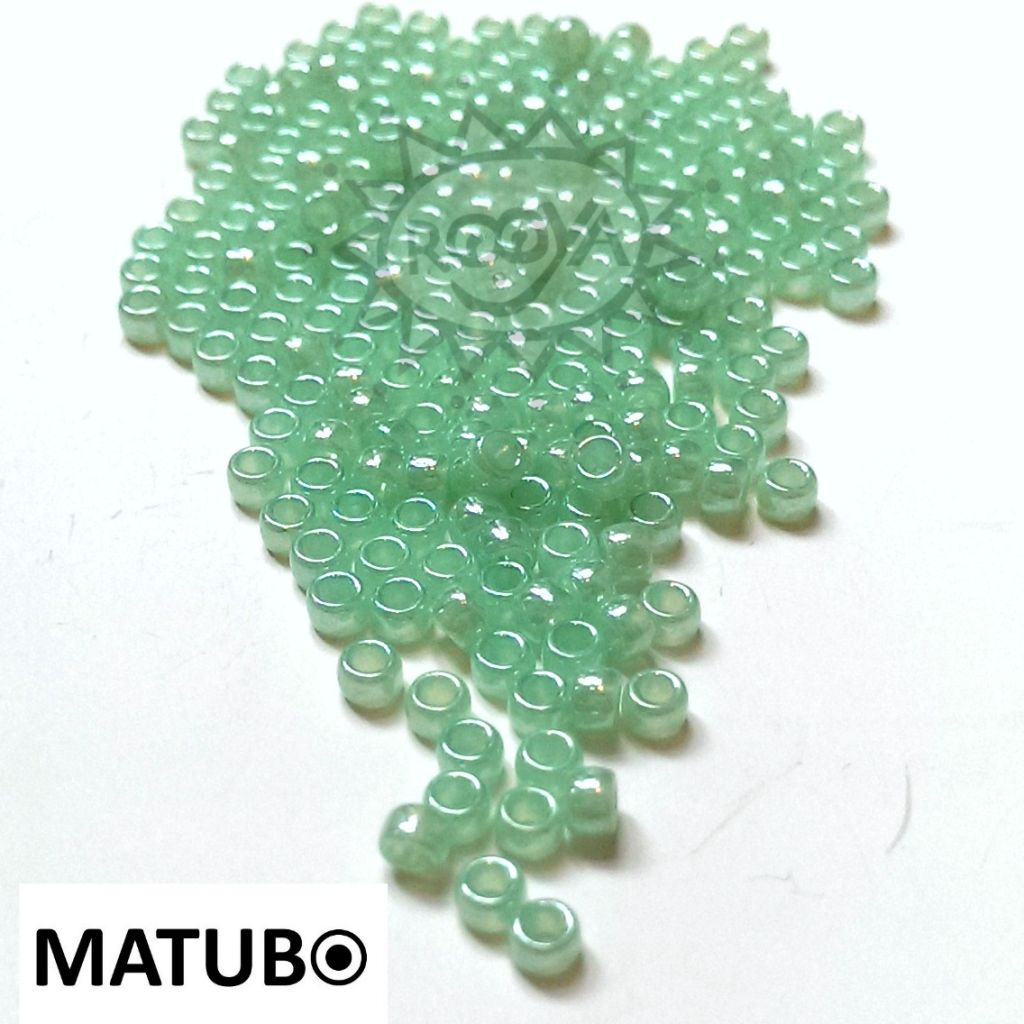 Matubo 7/0 zelený opál s listrem
